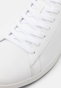 Lacoste - CARNABY EVO - Sneakers - white/navy - 5