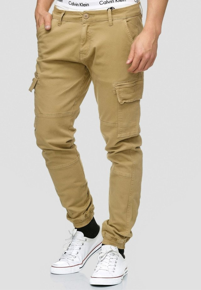 AUGUST - Pantaloni cargo - light brown