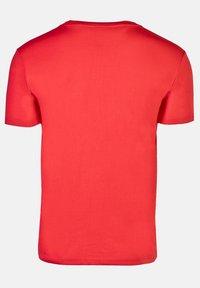 IZAS - GRANBY - T-shirt imprimé - red/bluemoon - 7