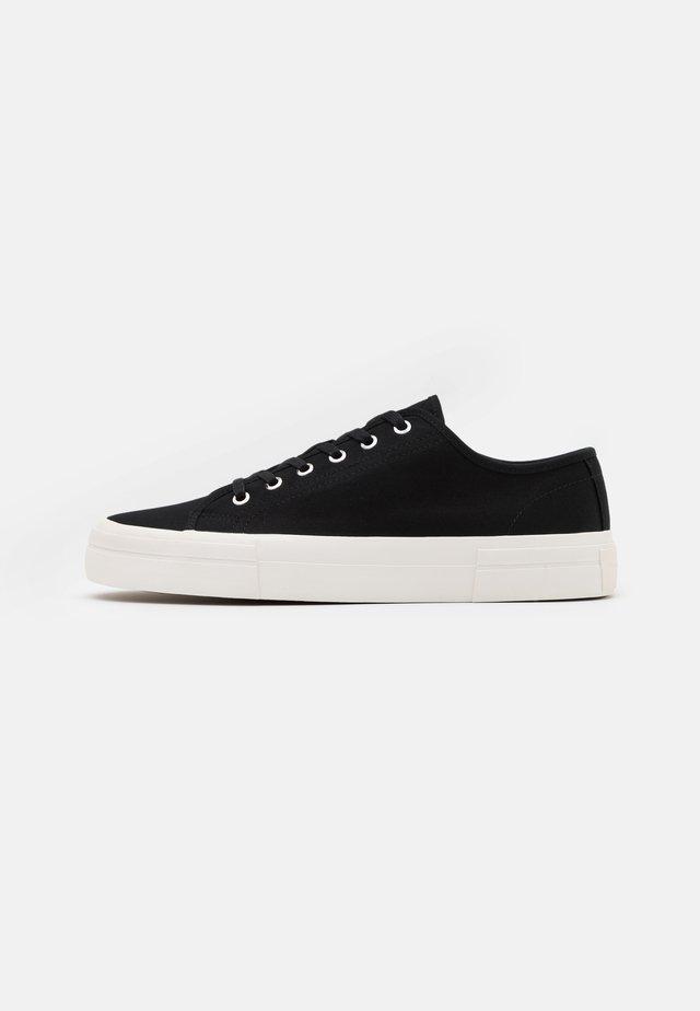 TEDDIE - Sneakersy niskie - black
