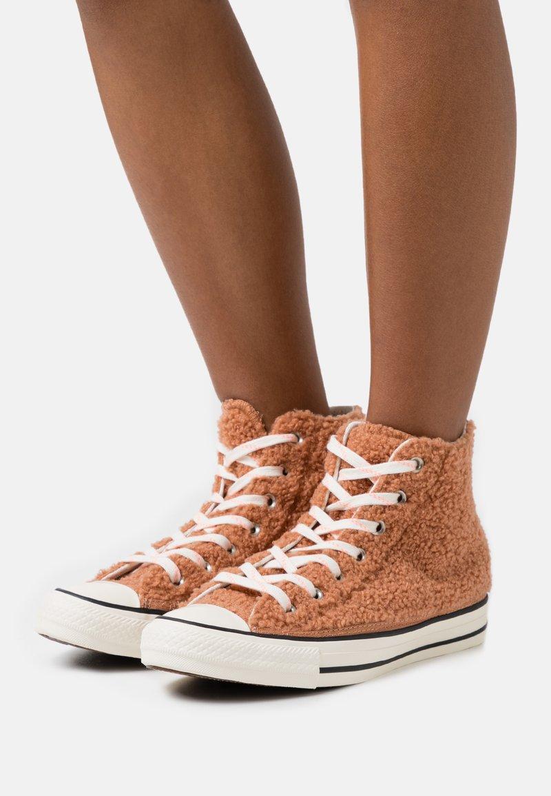 Converse - CHUCK TAYLOR ALL STAR - Baskets montantes - ginger rose/egret/black