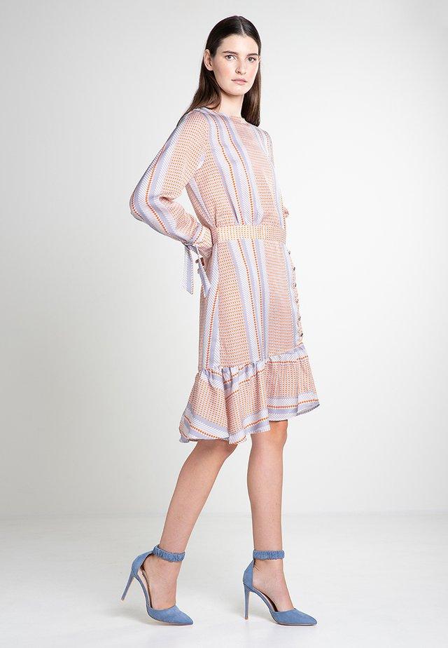 VISPA - Day dress - white