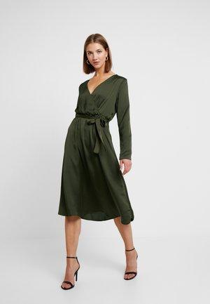 VILIVA MELDI BELT DRESS - Robe d'été - dark olive/