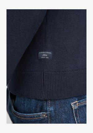 MIT STEHKRAGEN - Strickpullover - dark blue