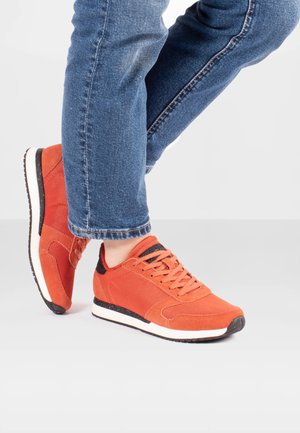YDUN FIFTY - Trainers - orange
