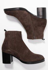 Adele Dezotti - Ankle boots - testa di moro - 3