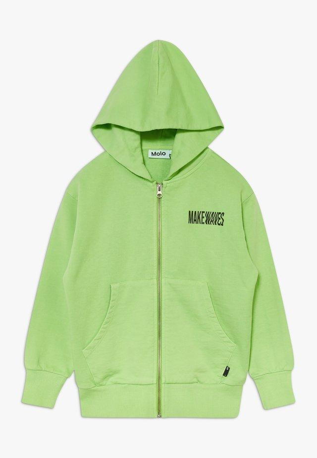 MOK - Collegetakki - green flash