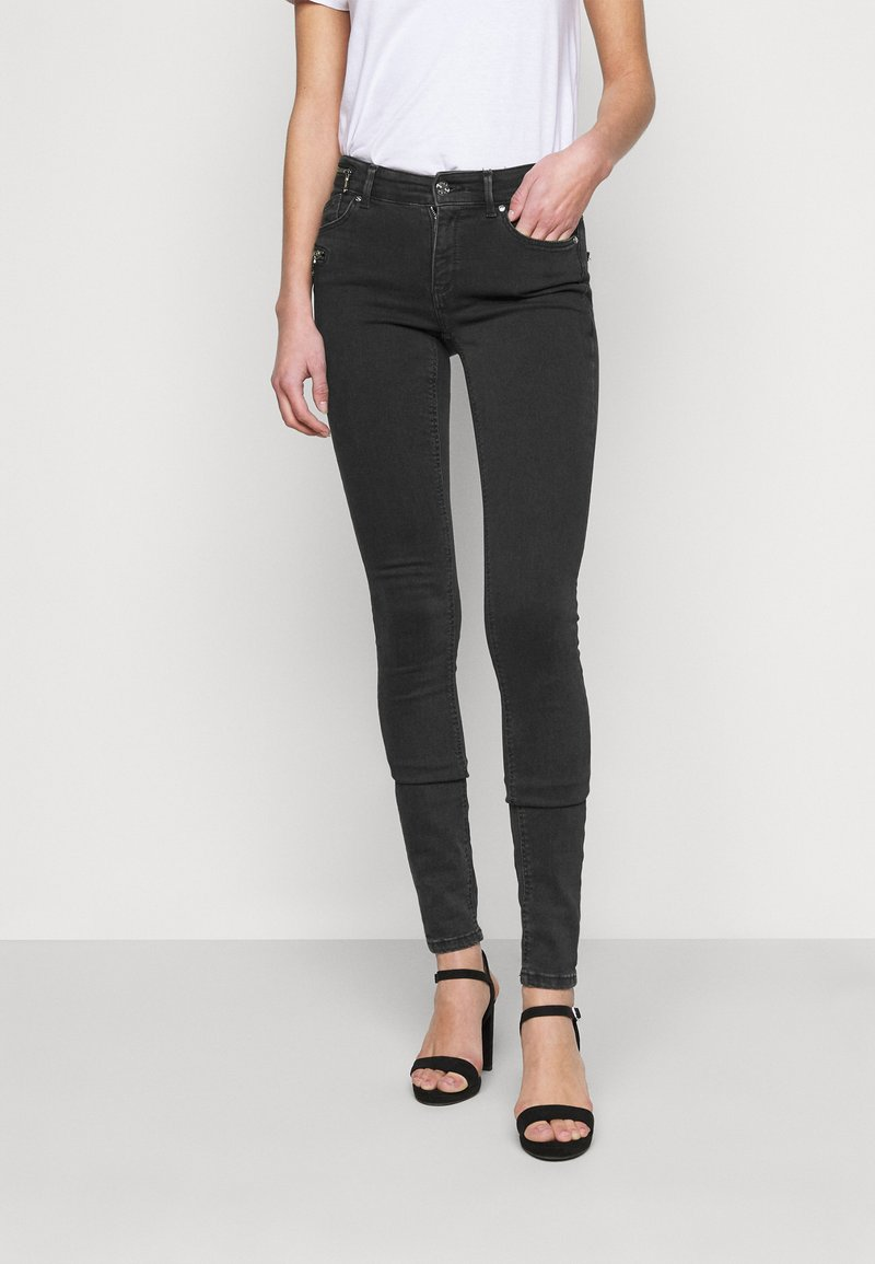 ONLY Tall - ONLCARMEN LIFE ZIP - Jeans Skinny Fit - black