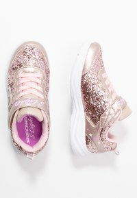 Skechers - GLIMMER KICKS - Sneaker low - gold rock glitter/light pink