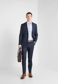 Michael Kors - SLIM FIT SOLID SUIT - Completo - navy - 1