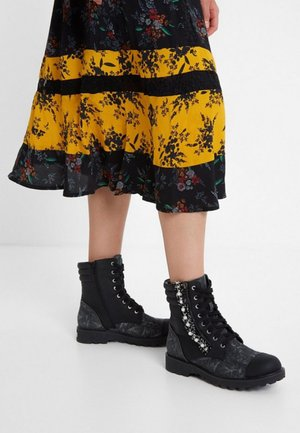 SHOES COMBAT PEARL - Lace-up ankle boots - black