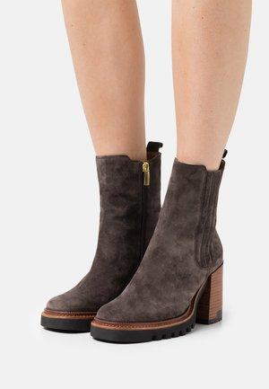 Platform ankle boots - iroko