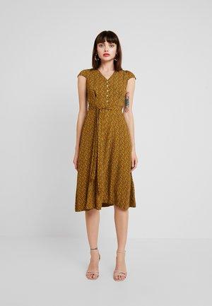 CATHLEEN PASSIONFLOWER - Shirt dress - mustard