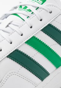 adidas Originals - TEAM COURT - Trainers - footwear white/collegiate green/green - 5