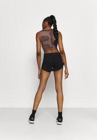 Under Armour - RUSH STAMINA SHORT - Sports shorts - black - 2
