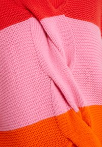CHINTI & PARKER - GIANT CABLE SWEATER - Neule - bright red/peony/true orange - 4