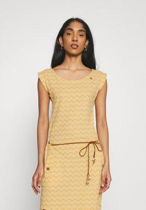 TAG CHEVRON - Žerzejové šaty - yellow