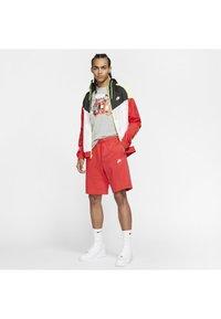 Nike Sportswear - CLUB - Kraťasy - university red/white - 1