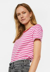 WE Fashion - WE FASHION DAMES GESTREEPT T-SHIRT - T-shirt z nadrukiem - pink - 3