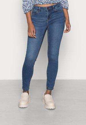 NMLUCYMW SKINNY - Jeans Skinny Fit - medium blue denim
