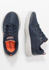 Skechers - DYNA-AIR - Tenisky - navy/orange - 0