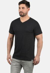 Solid - V-SHIRT BEDO - Basic T-shirt - black - 0