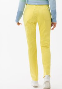 BRAX - STYLE MARY - Pantalon classique - yellow - 2