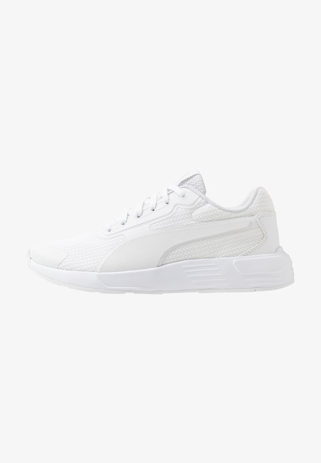 VALUE ATTACK RUNNER  - Zapatillas de running neutras - white