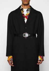 Versace Jeans Couture - Pasek - black/silver - 1