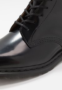Dr. Martens - WINCHESTER II  - Lace-up ankle boots - black - 5