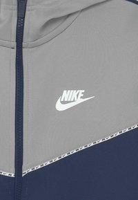 Nike Sportswear - REPEAT HOODIE - Training jacket - midnight navy/light smoke grey/white - 2