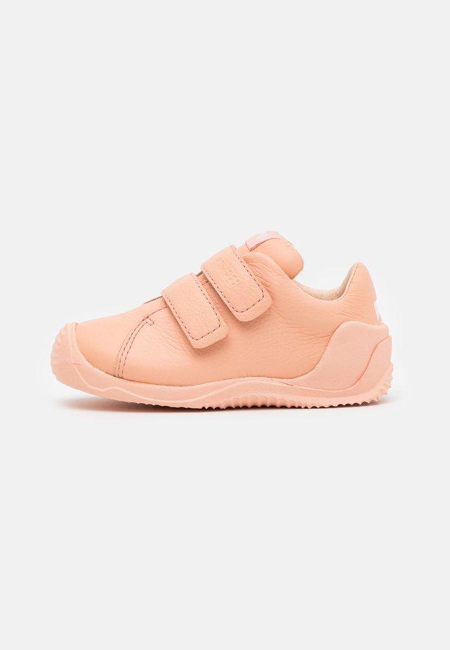 DADDA - Sko med burretape - light/pastel pink