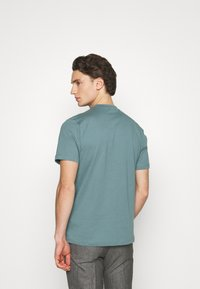 Mennace - UNISEX ESSENTIAL SIGNATURE  - Print T-shirt - dark green - 2