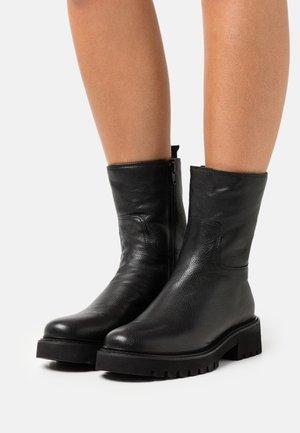 ROW - Winter boots - black