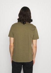 AllSaints - BRACE CREW - Basic T-shirt - saguaro green - 2