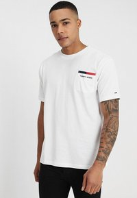 Tommy Jeans - BACK STRIPE TEE - Print T-shirt - white