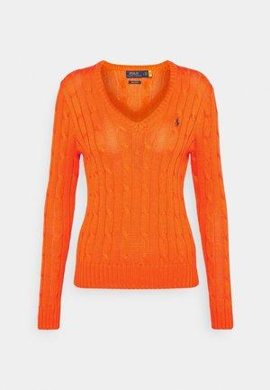 CLASSIC - Stickad tröja - fiesta orange