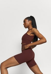 Nike Performance - YOGA LUXE SHORT - Leggings - bronze eclipse/smokey mauve
