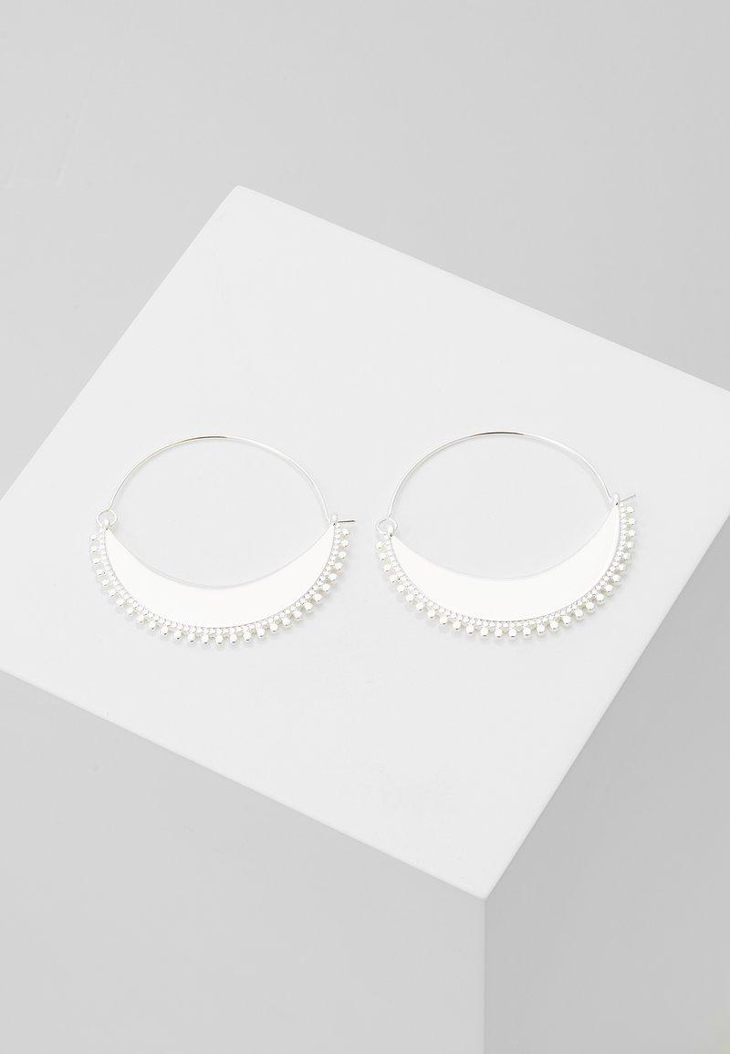 Pilgrim - EARRINGS KIKU - Pendientes - silver-coloured