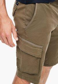 s.Oliver - REGULAR FIT - Shorts - khaki - 4