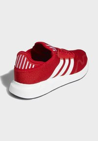 adidas Originals - SWIFT SPORTS STYLE SHOES - Sneakersy niskie - red - 4