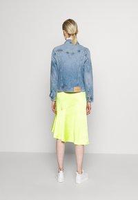 Calvin Klein Jeans - FOUNDATION TRUCKER - Denim jacket - light blue - 2