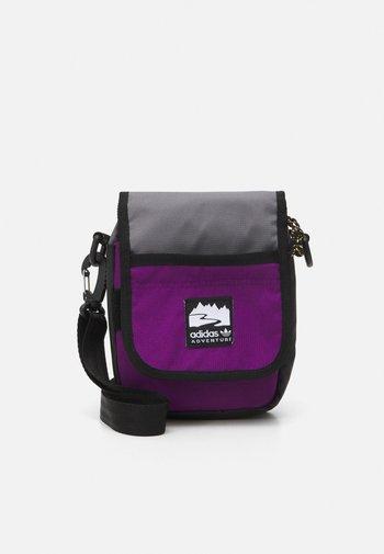 FLAP BAG UNISEX - Umhängetasche - black/glory purple/white
