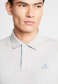 GANT - CONTRAST COLLAR RUGGER - Pikeepaita - light grey melange