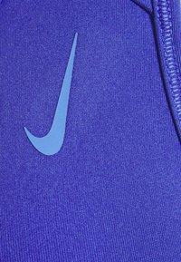Nike Performance - STRAPPY BRA - Reggiseno sportivo con sostegno medio - lapis/sapphire - 2