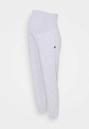 MATERNITY LIFESTYLE GYM TRACKIE - Pantalon de survêtement - cloudy grey marle
