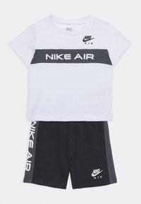 Nike Sportswear - Print T-shirt - white/black - 0