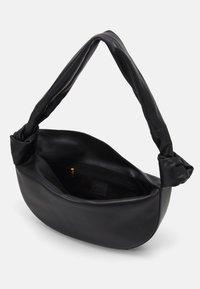 Little Liffner - DOUBLE KNOT BAG - Handbag - black - 3