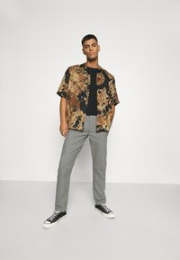 Only & Sons - ONSDION TIE DYE POPLIN - Shirt - incense - 1