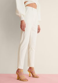 NA-KD - STRAIGHT SUIT PANTS - Trousers - white - 1